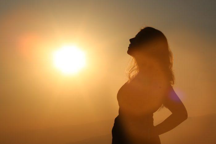 太陽の光と妊婦